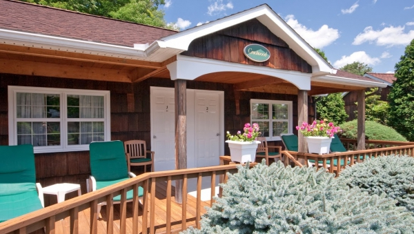 Crescent Lodge & Country Inn